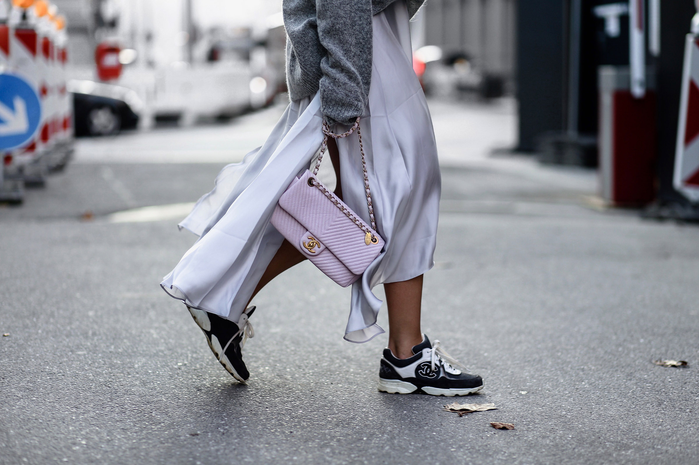 chanel_bag_pink_sneaker